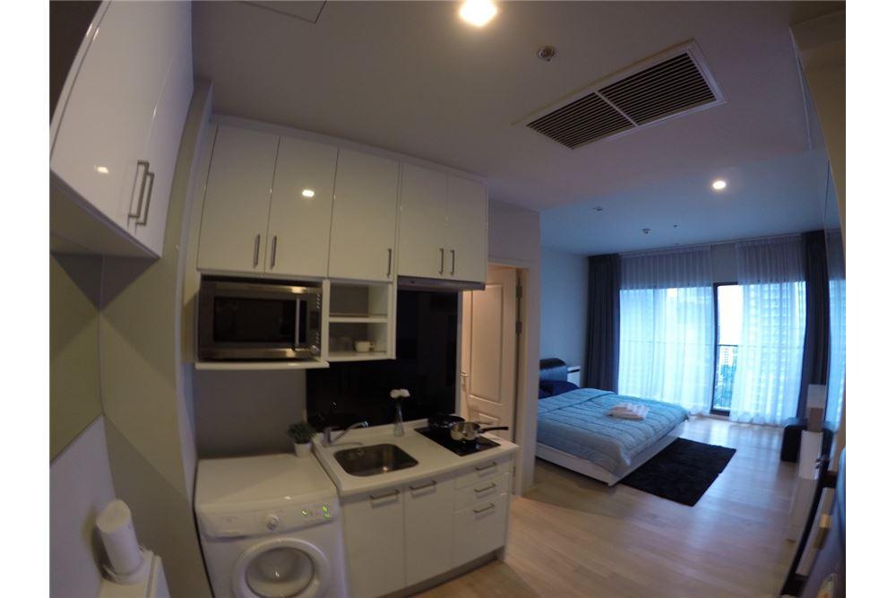 RE/MAX Executive Homes Agency's Cozy Studio type Bedroom for Rent Noble Refine 4