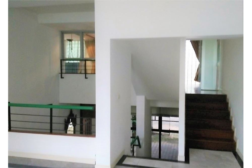RE/MAX Executive Homes Agency's 4 Bedrooms Townhouse For Rent in Sukhumvit 71 8