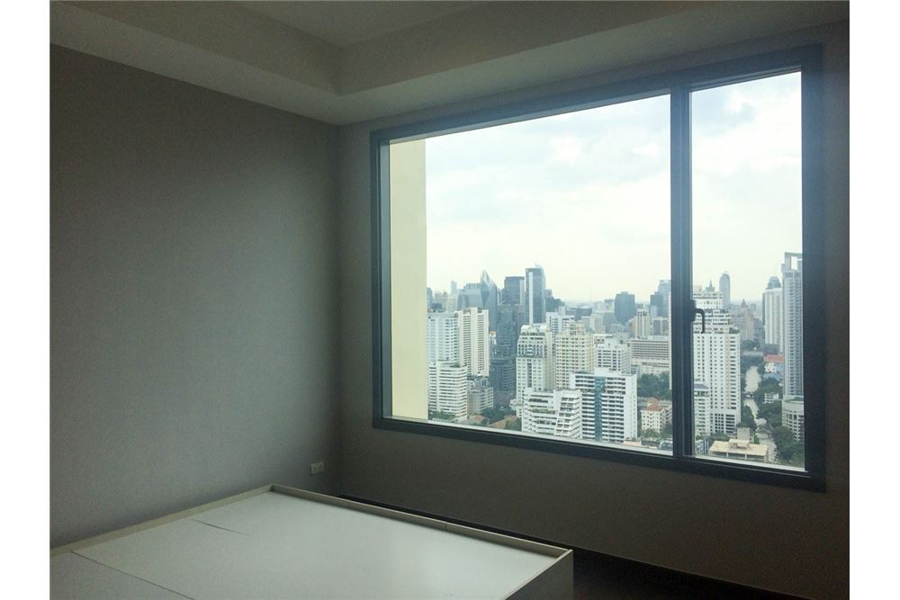RE/MAX Properties Agency's FOR RENT & SALE : BRAND NEW UNIT @Q ASOKE 3 BED 10