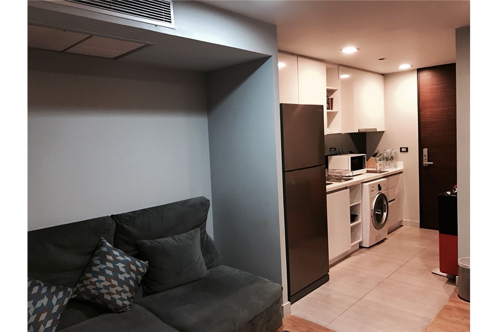 RE/MAX Executive Homes Agency's Nice 2 Bedroom for Sale with Tenant Quad Silom 4