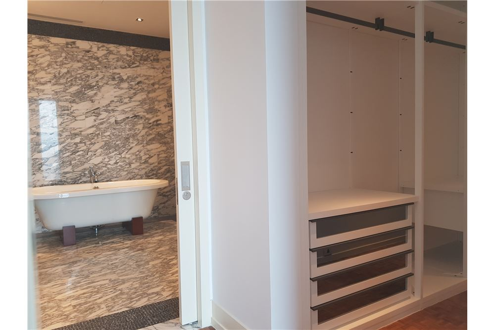 RE/MAX Properties Agency's RENT The Ritz-Carlton Residences at MahaNakhon 12
