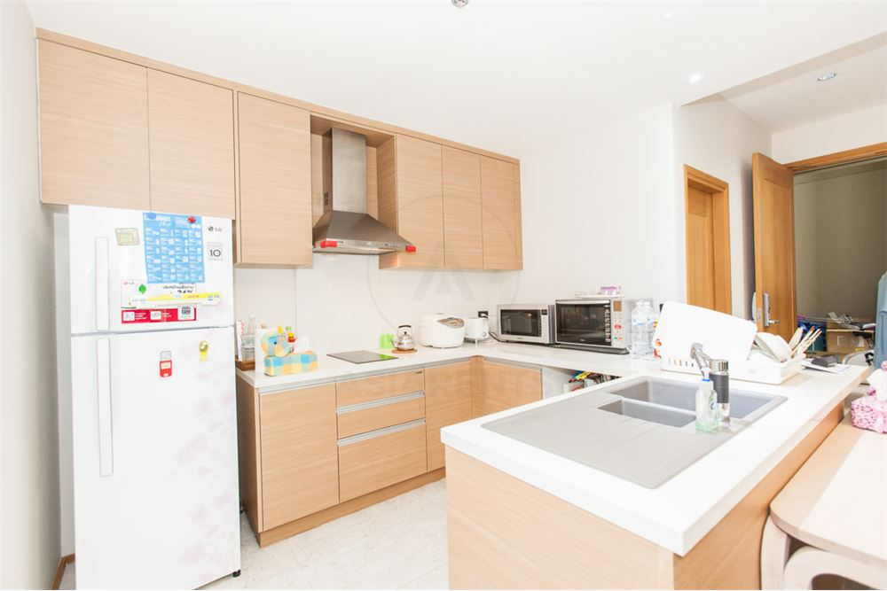 RE/MAX Properties Agency's FOR SALE   THE EMPORIO PLACE 1BED 90SQM 4