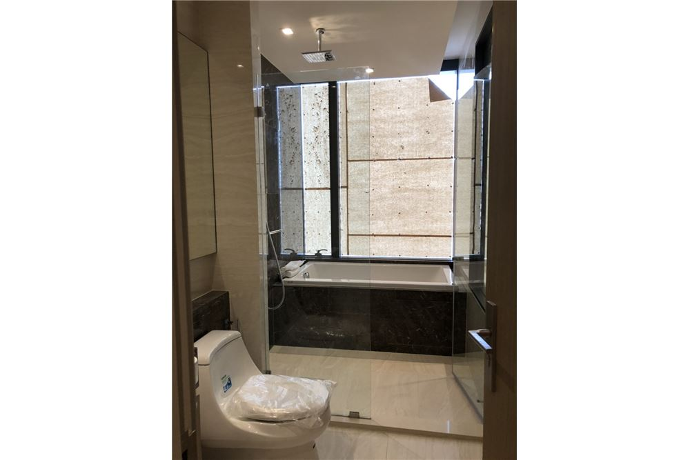 RE/MAX Executive Homes Agency's Nice 2 Bedroom for Sale Ashton Silom 11