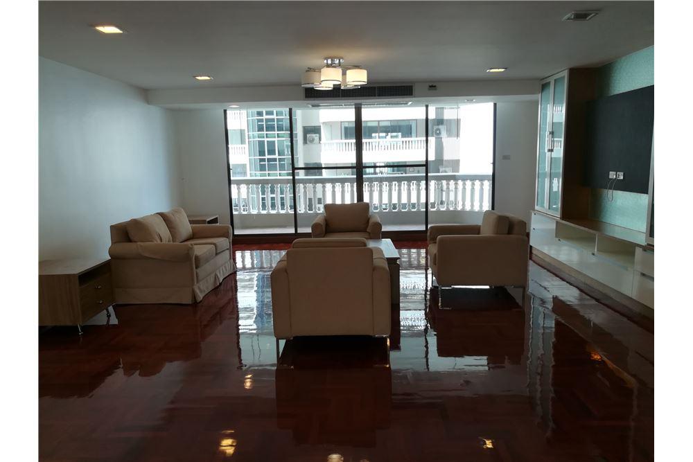 RE/MAX Executive Homes Agency's 3bedroom 2bath For Rent Sukhumvit 24, BTS 1