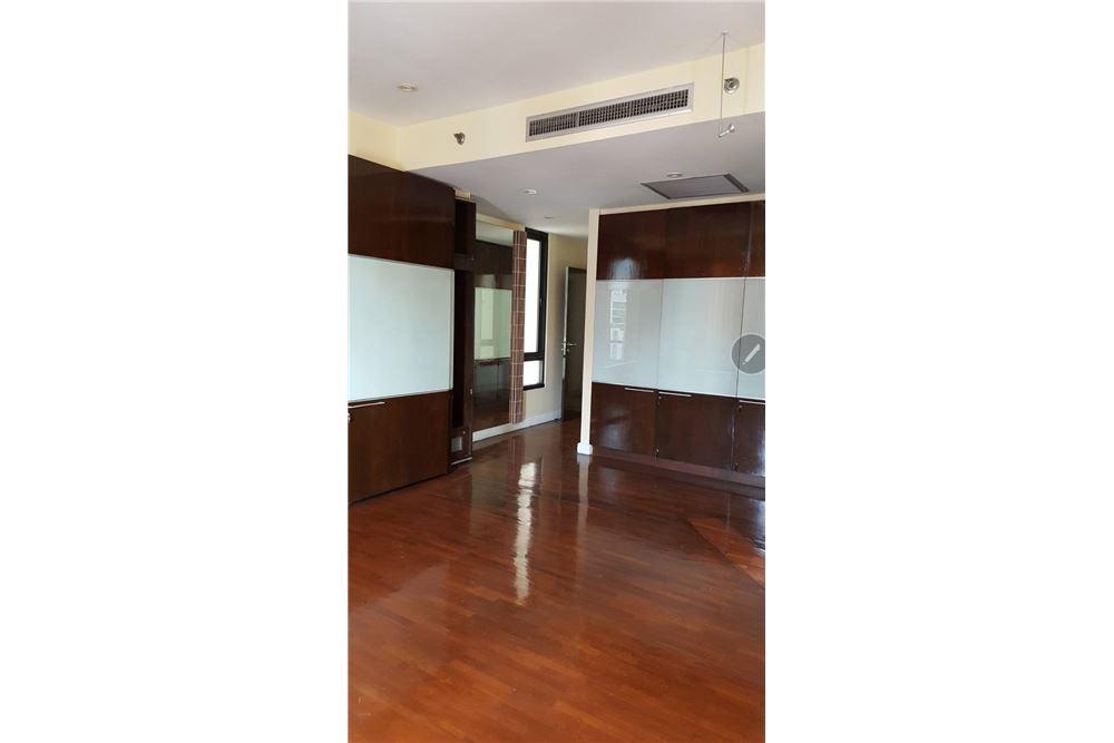 RE/MAX Properties Agency's SALE Baan Piya Sathorn 2BED 137SQM. 8