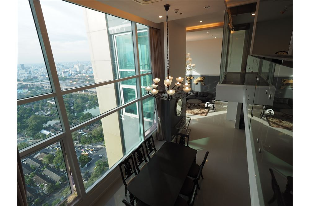 RE/MAX Executive Homes Agency's Stunning 4 Bedroom Duplex for Rent Circle Condo 5