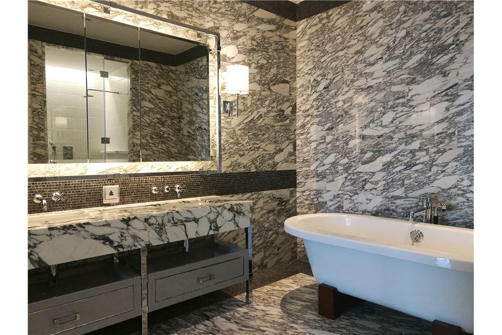 RE/MAX Properties Agency's RENT The Ritz-Carlton Residences at MahaNakhon 7