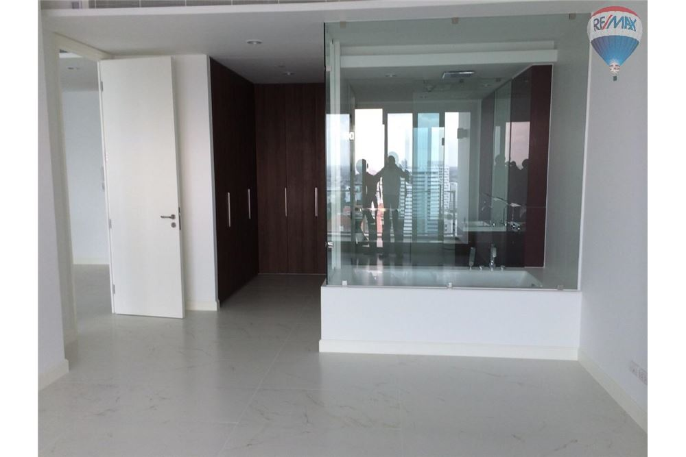 RE/MAX Properties Agency's For sale 185 Rajadamri Condominium Ratchadamri Bangkok 1