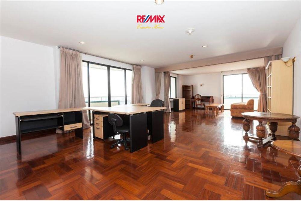 RE/MAX Executive Homes Agency's Las Colinas Condominium on Aske BTS 1