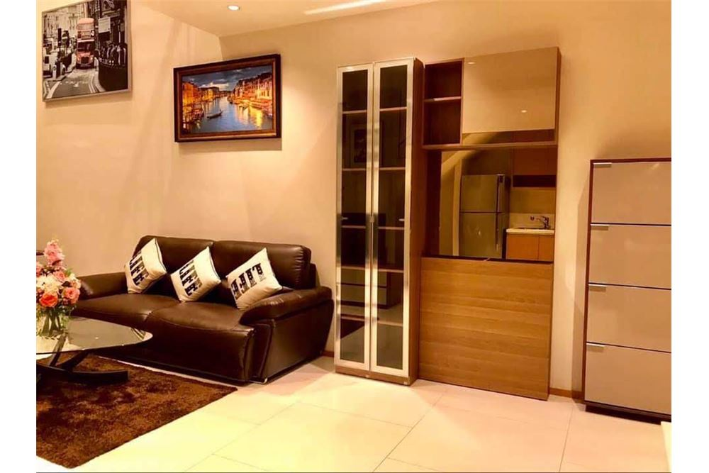 RE/MAX Properties Agency's The Emporio Place Duplex 1Bed 85 Sqm 2