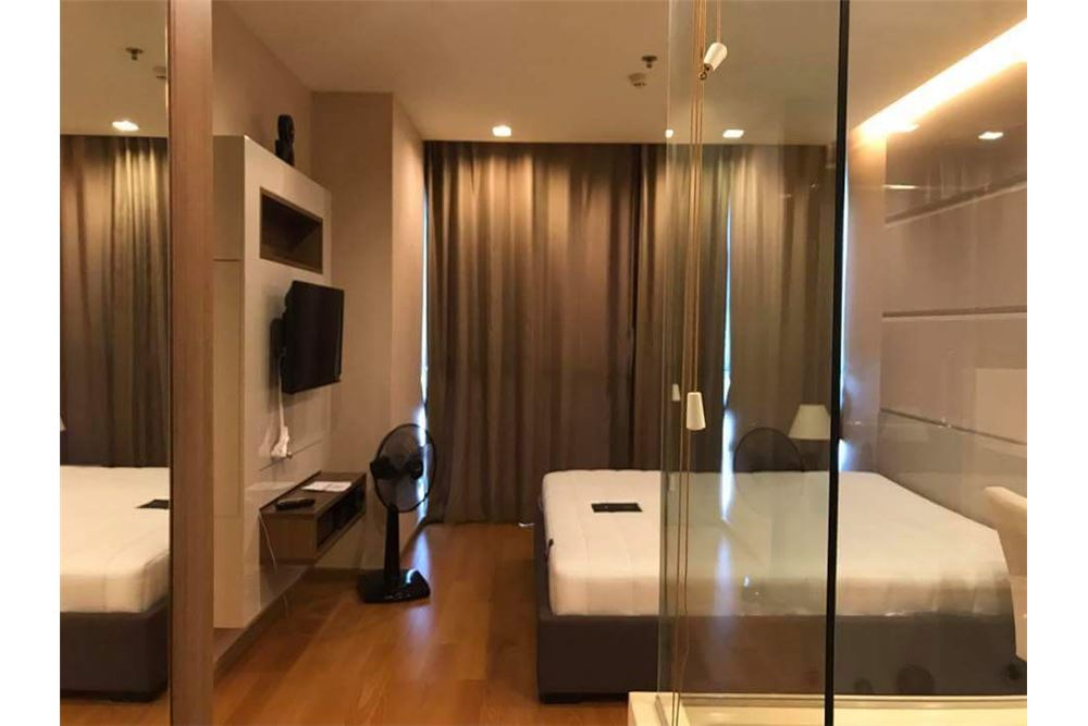 RE/MAX Executive Homes Agency's Nice 1 Bedroom for Sale with Tenant Address Sathon 4