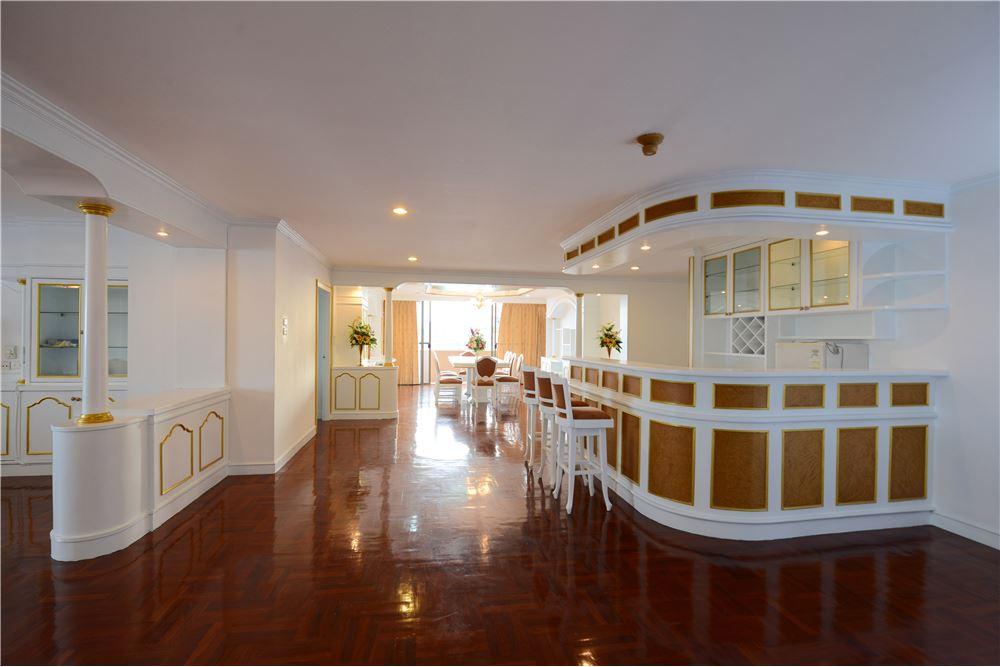 RE/MAX Executive Homes Agency's Condominium for rent - Ekkamai 12 9