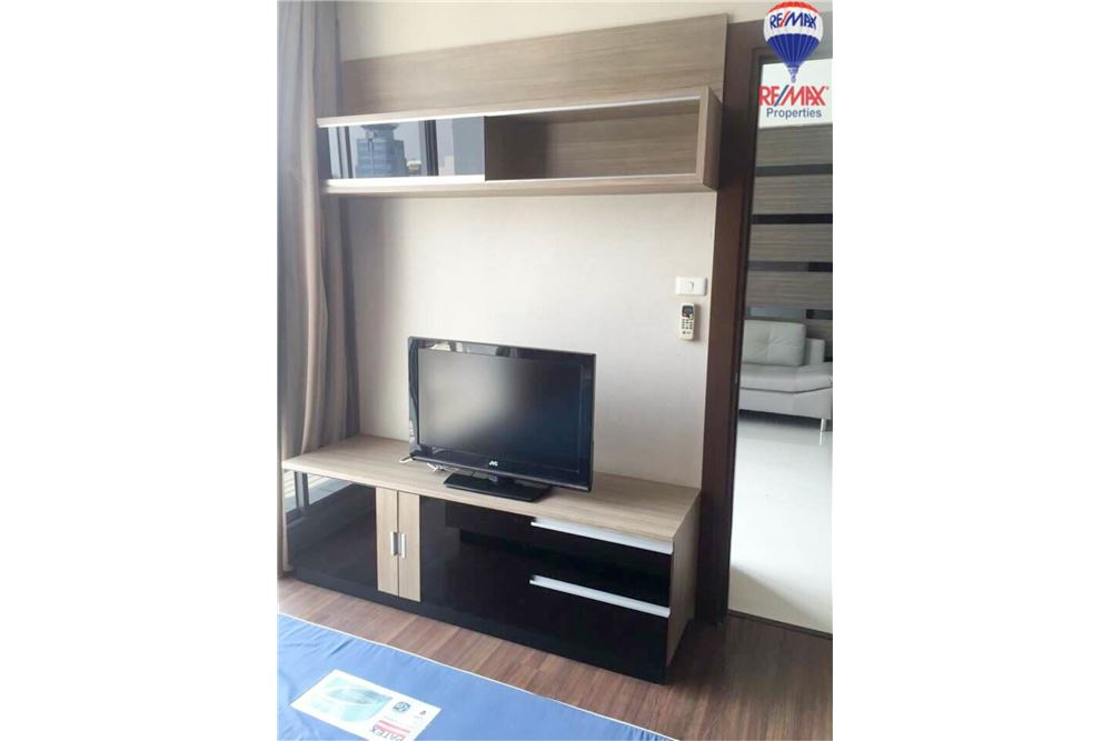 RE/MAX Properties Agency's FOR RENT The Trendy Condominium 2BED 91SQM. 5