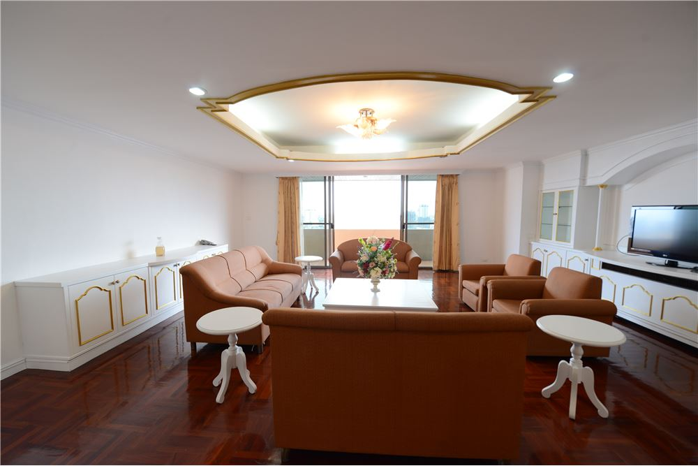 RE/MAX Executive Homes Agency's Condominium for rent - Ekkamai 12 6