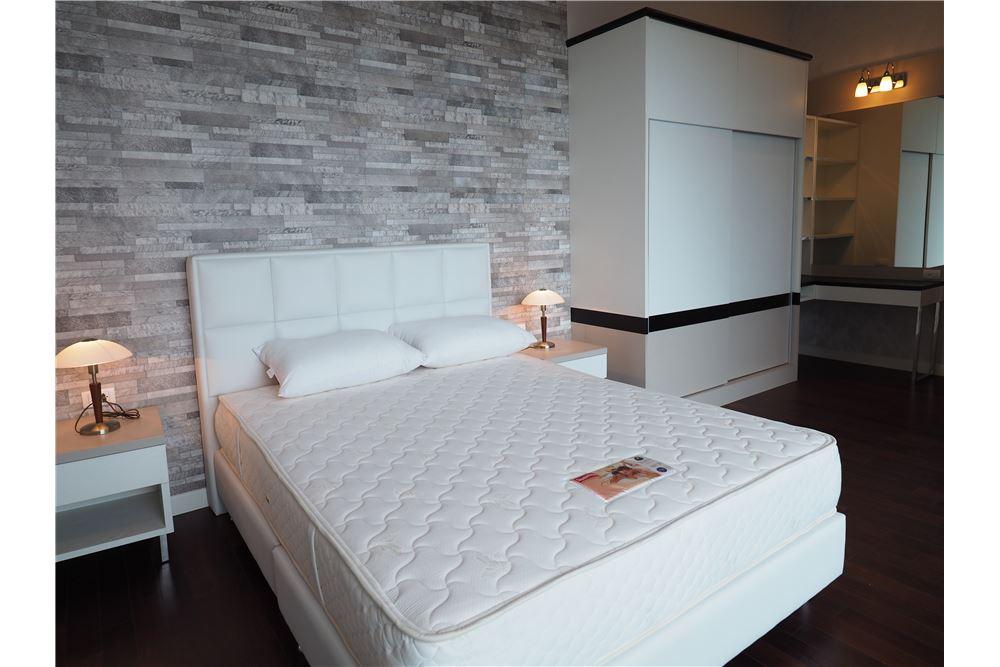 RE/MAX Properties Agency's RENT Circle Condominium 3BED 176.09SQM. 10