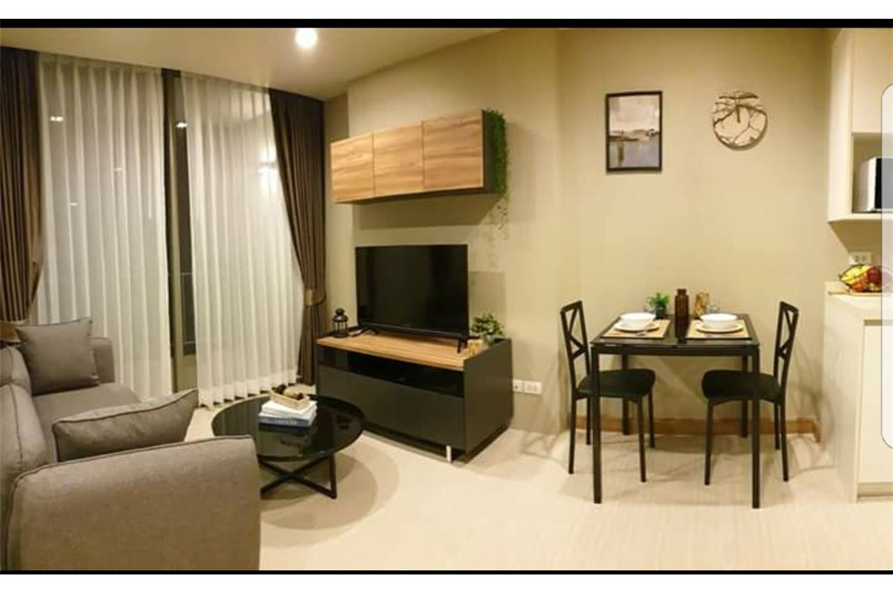 RE/MAX Executive Homes Agency's Spacious 1 Bedroom for Rent Downtown 49 6