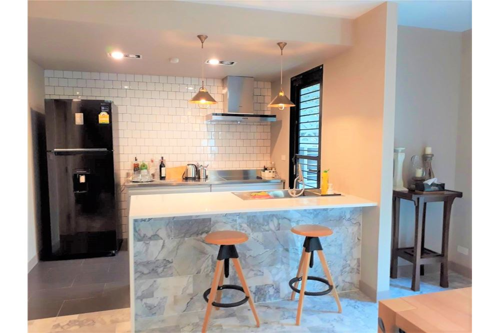 RE/MAX Executive Homes Agency's Apartment 3+1 Beds For Rent in Phromphong 4