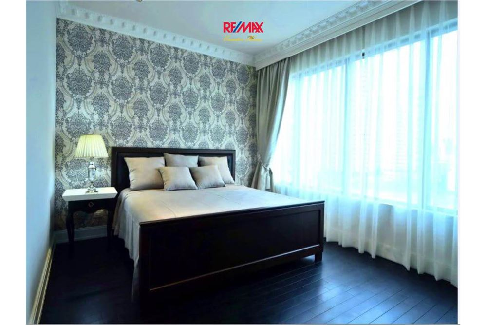 RE/MAX Executive Homes Agency's Stunning 2+1 Bedroom for Rent Emporio Place 6