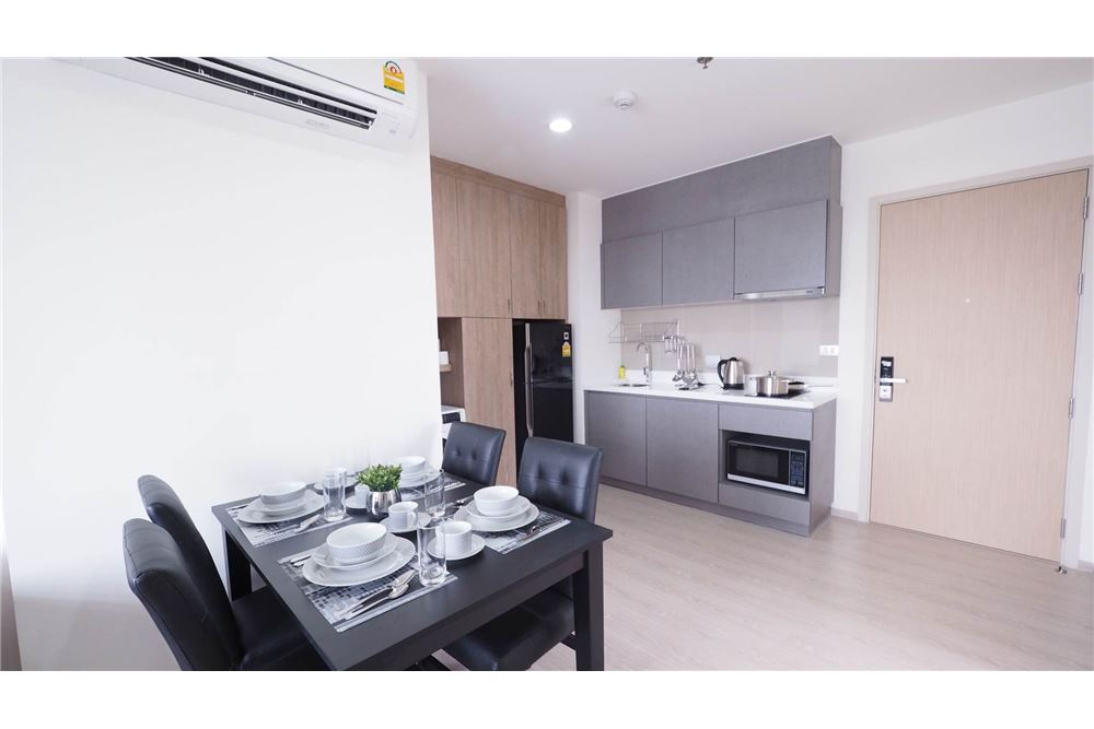 RE/MAX Executive Homes Agency's Rhythm Asoke II beautiful few rooms available for 5