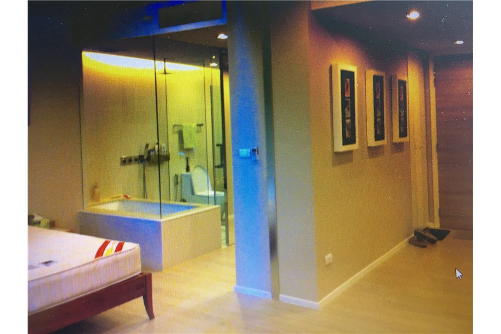 RE/MAX Executive Homes Agency's Spacious 1 Bedroom for Rent The Room 21 2