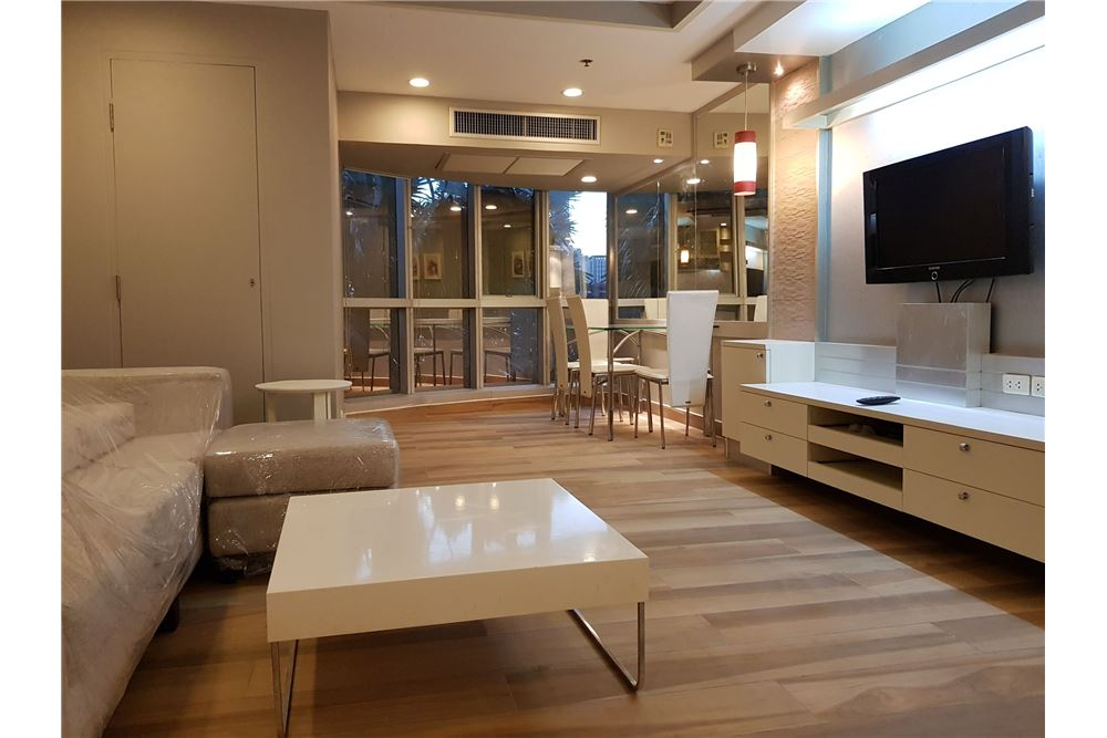 RE/MAX Executive Homes Agency's Beautiful 2 Bedroom for Rent Trendy Condo 1