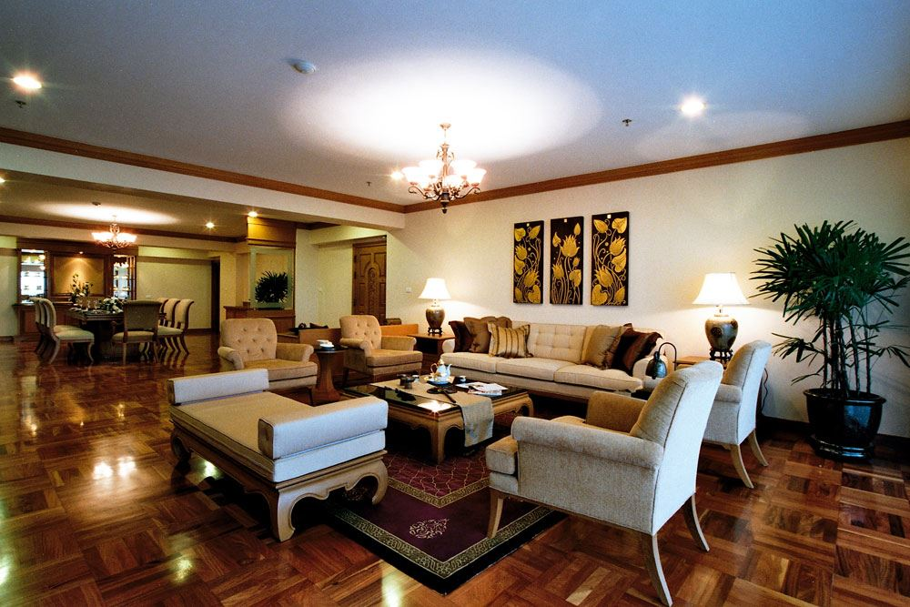 RE/MAX Executive Homes Agency's Duplex 6 Bedrooms / For Rent /   Promphong BTS 1