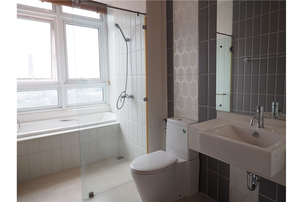 RE/MAX Properties Agency's RENT Circle Condominium 3BED 176.09SQM. 15