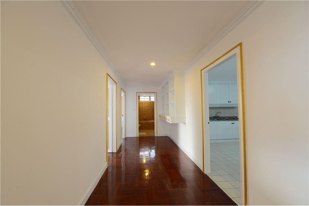 RE/MAX Executive Homes Agency's Condominium for rent - Ekkamai 12 18