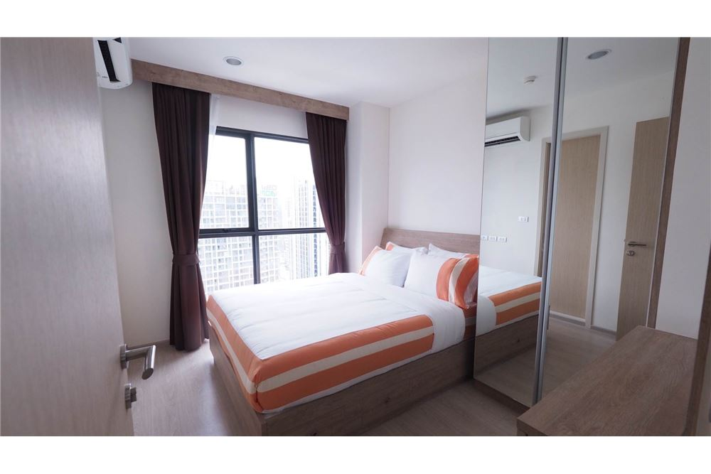 RE/MAX Executive Homes Agency's Rhythm Asoke II beautiful few rooms available for 1