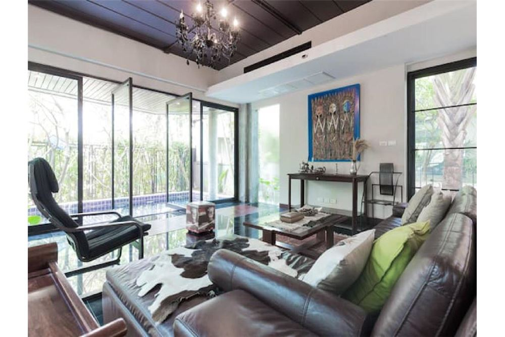 RE/MAX Executive Homes Agency's Pool Villa Sukhumvit 53 5 minutes from BTS Thonglo 4