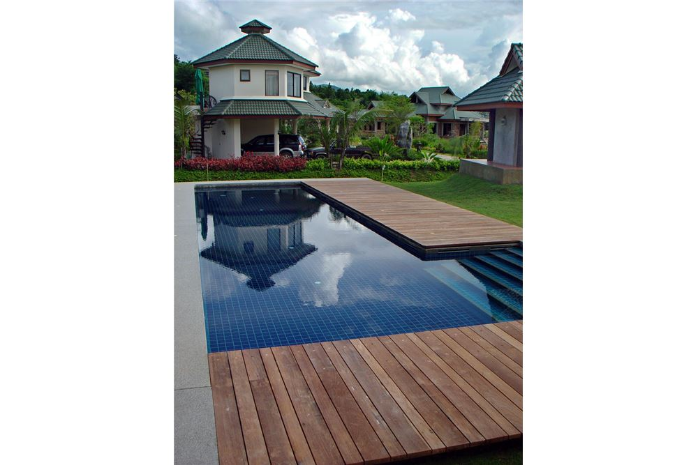 "RE/MAX Executive Homes Agency's ""Dok Bua"" 11.59 M in Baan Melanie plot G-7 26"