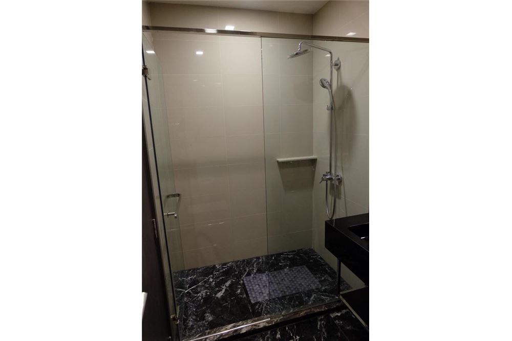 RE/MAX Properties Agency's 1 bed for rent 27,000 at Edge Sukhumvit 23 5