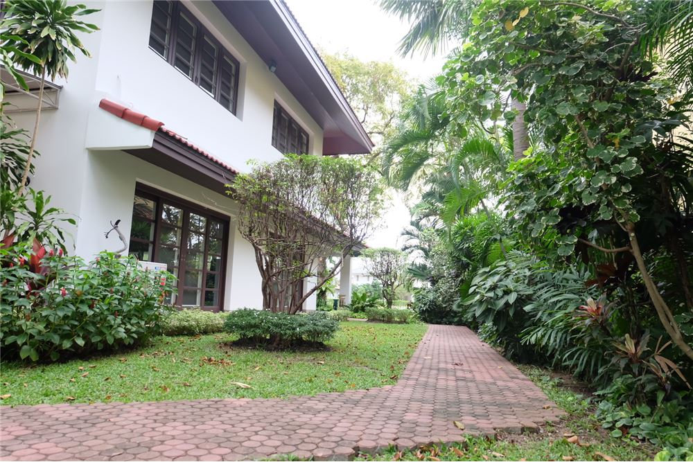 RE/MAX Executive Homes Agency's Lakeside Villa 1 House For Rent in Bang na 4