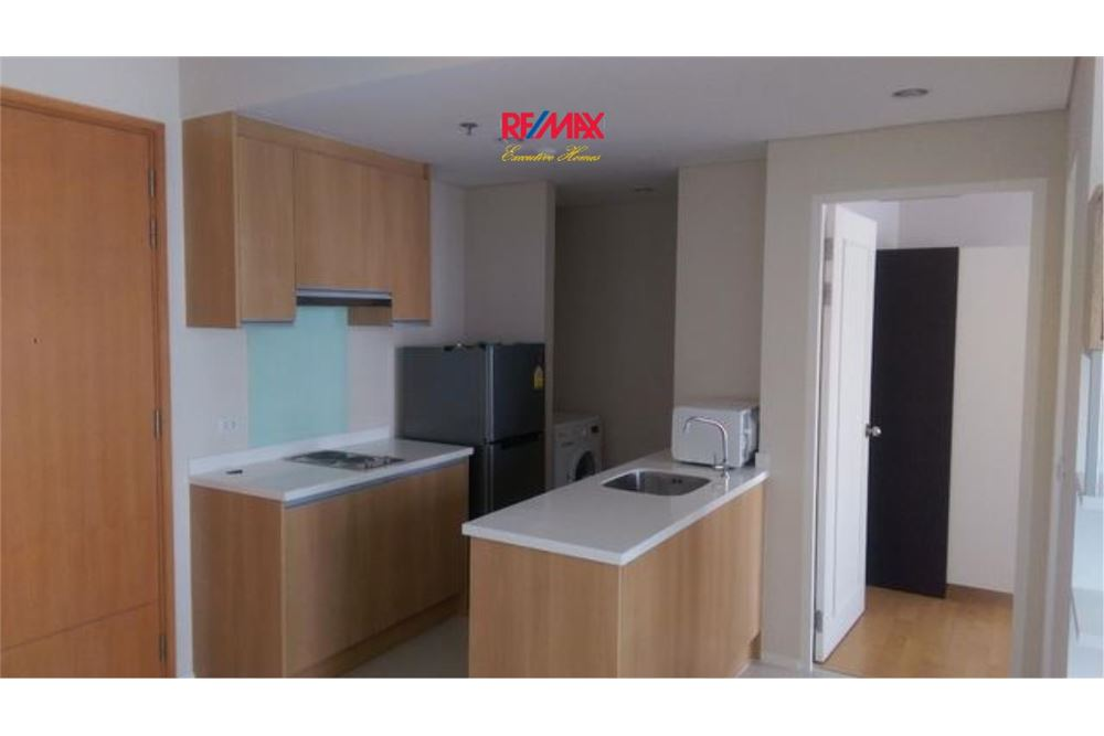 RE/MAX Executive Homes Agency's Villa Asoke 1 Bedroom for Rent Near BTS & MRT 2