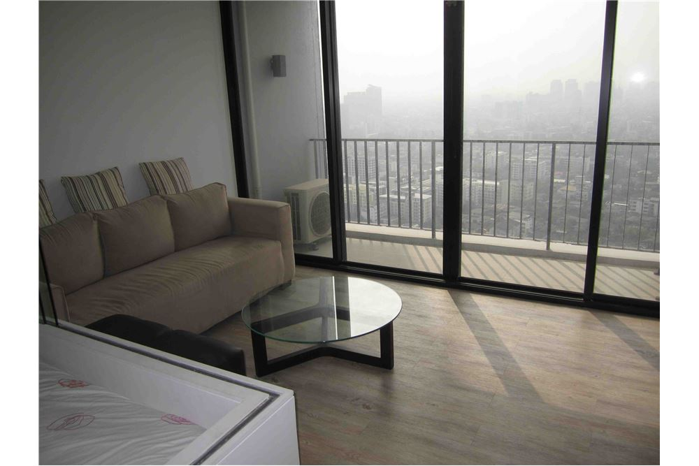 RE/MAX Properties Agency's FOR RENT THE ISSARA LADPRAO STUDIO 34 SQM 2