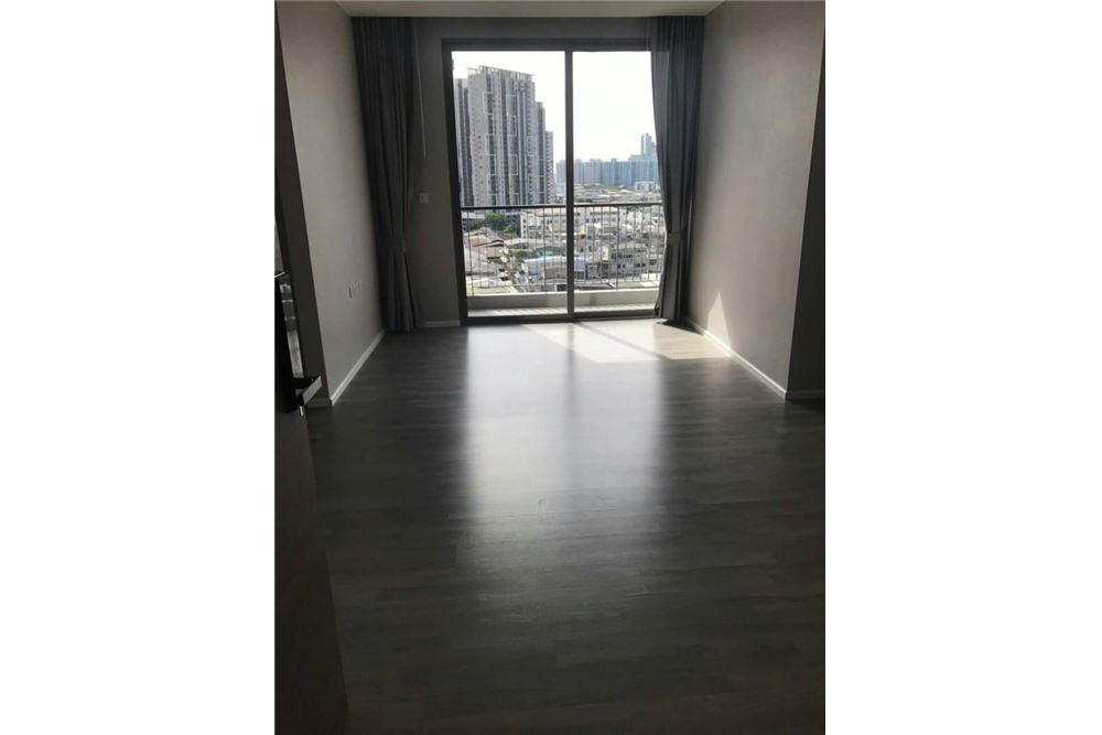RE/MAX Executive Homes Agency's Spacious 2 Bedroom for Sale Room Sathorn St. Louis 2