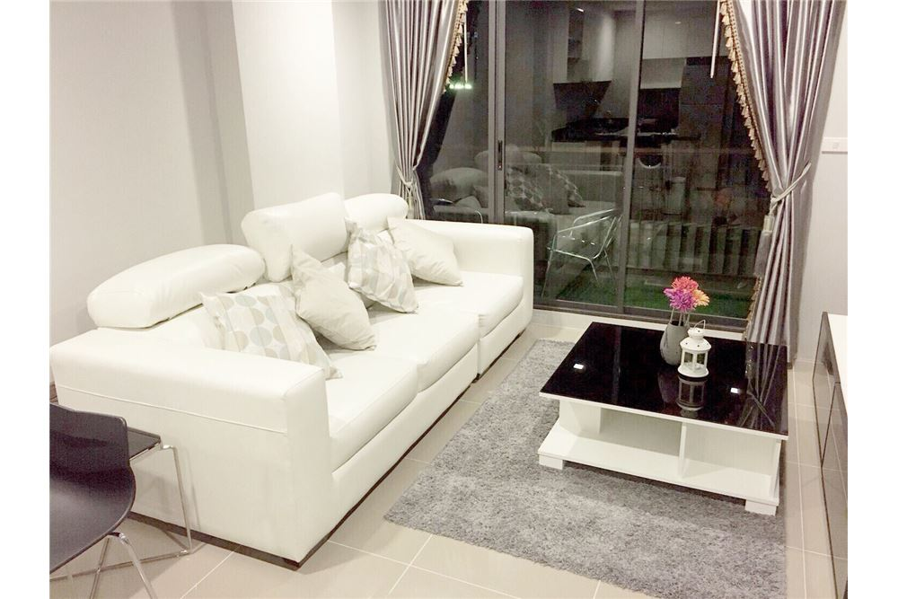 RE/MAX Executive Homes Agency's One Bedroom For Sale At Mirage Sukhumvit 27 3