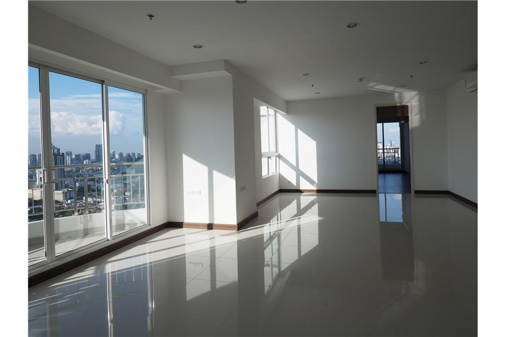 RE/MAX Executive Homes Agency's Spacious 2 Bedroom for Rent Supalai Prima Riva 3