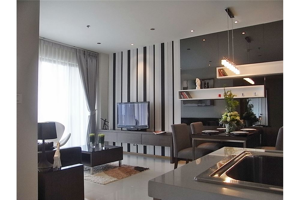 RE/MAX Properties Agency's 1 Bedroom for rent Emporio Place 55,000 Baht 1