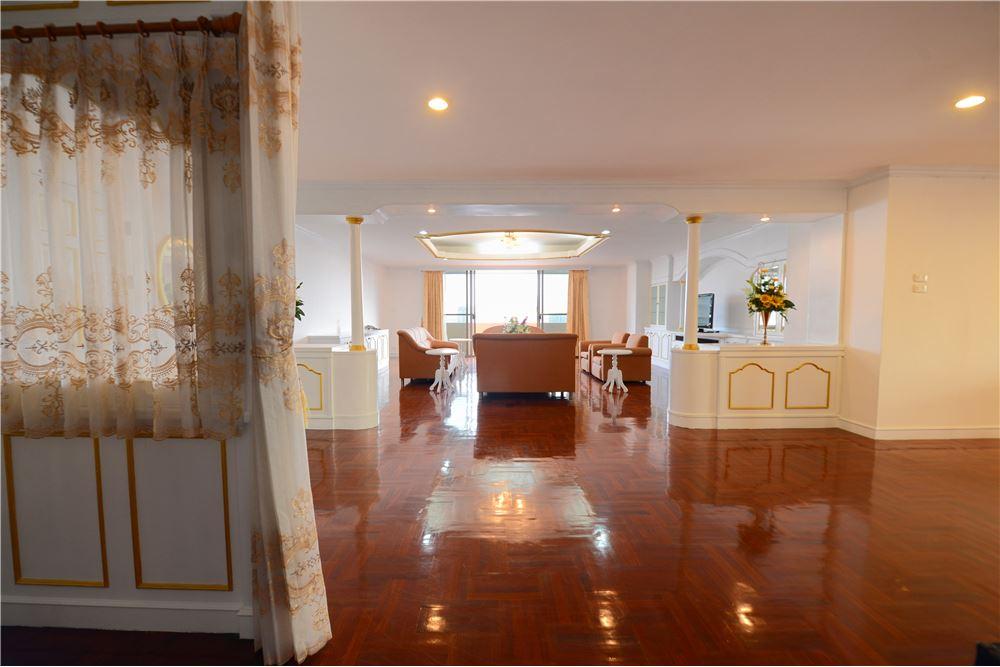 RE/MAX Executive Homes Agency's Condominium for rent - Ekkamai 12 3