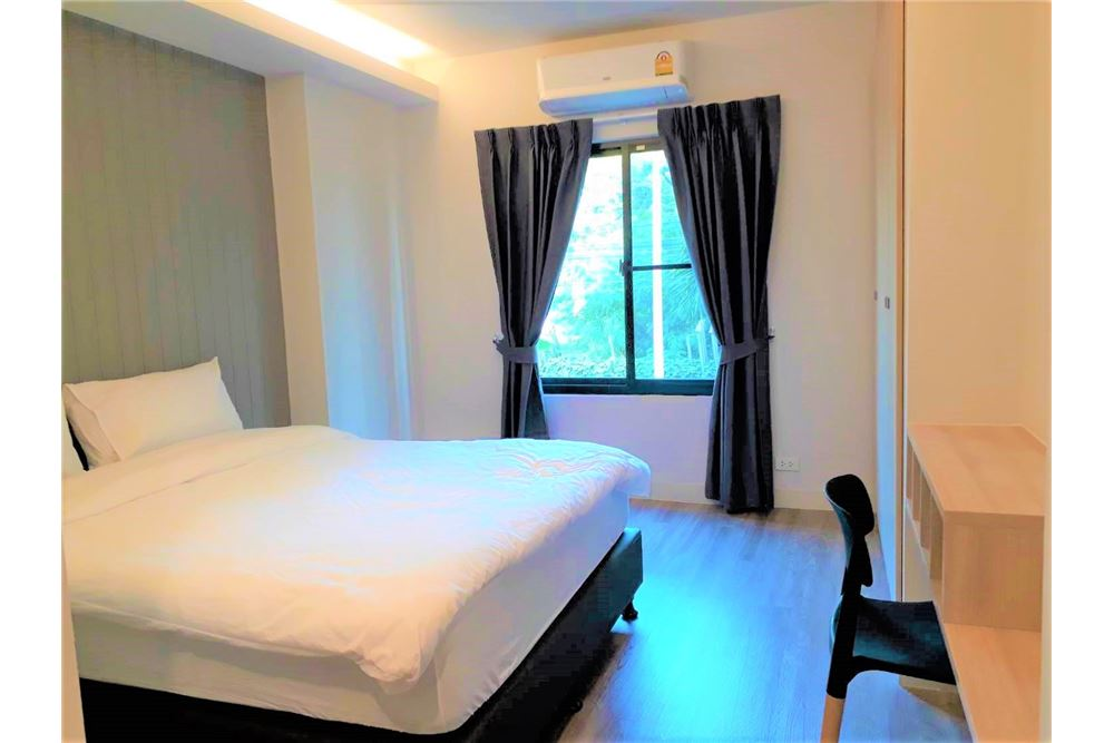 RE/MAX Executive Homes Agency's Apartment 3+1 Beds For Rent in Phromphong 5