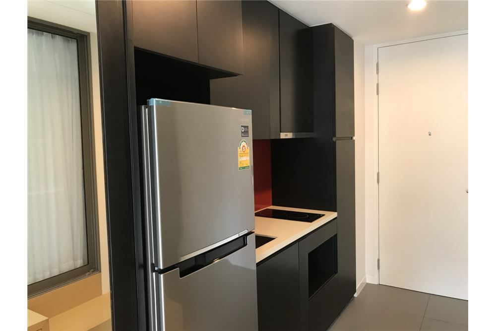 RE/MAX Properties Agency's for rent Siamese Surawong 1bedroom 2