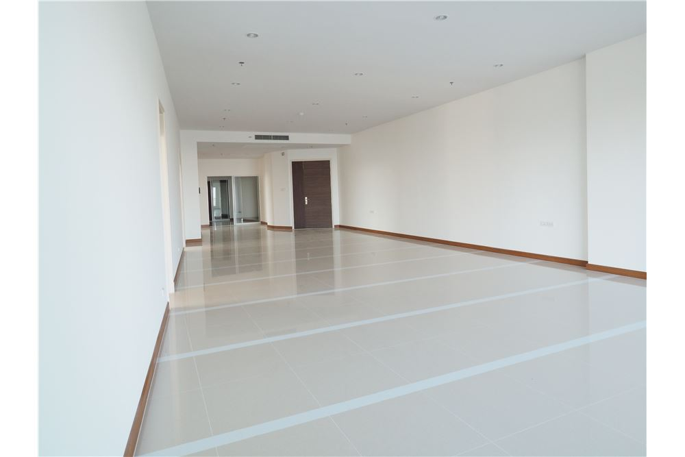 RE/MAX Properties Agency's awesome penthouse Supalai Prima Riva 12