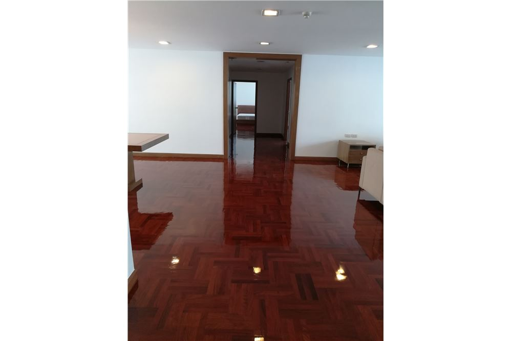 RE/MAX Executive Homes Agency's 3bedroom 2bath For Rent Sukhumvit 24, BTS 6
