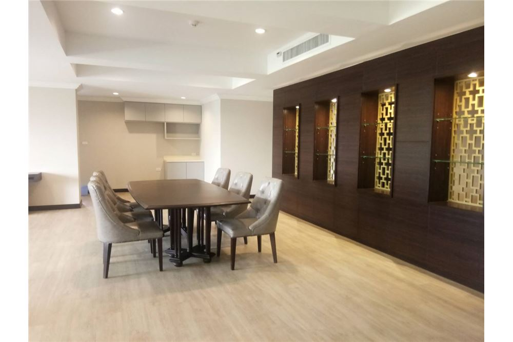 RE/MAX Executive Homes Agency's Apartment 3 Bedrooms For Rent On Sukhumvit 2