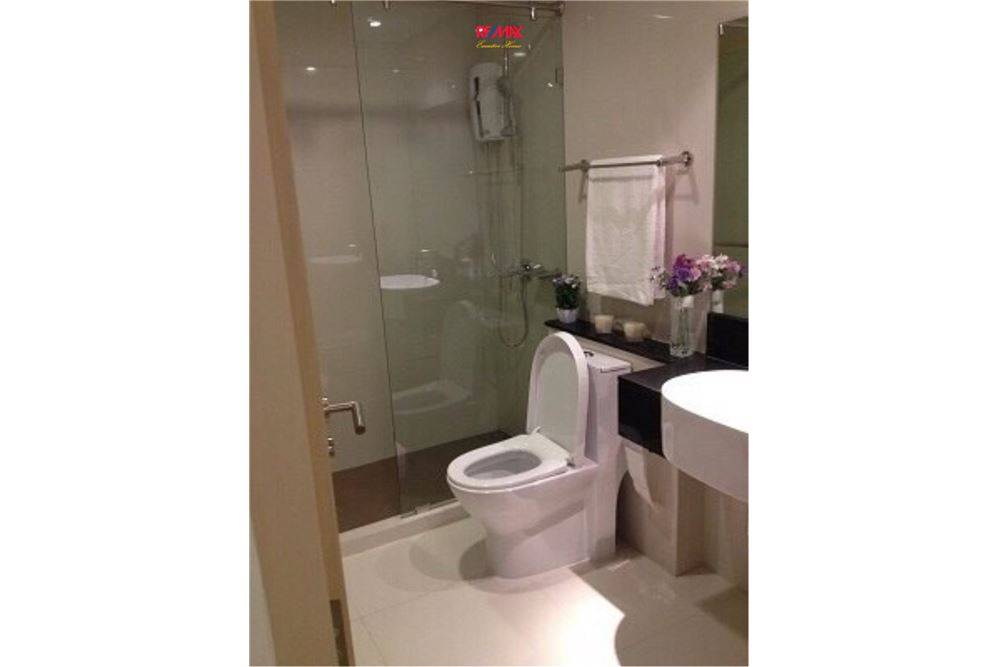 RE/MAX Executive Homes Agency's 1 Bedroom / for Rent / Le Cote Thonglor 7