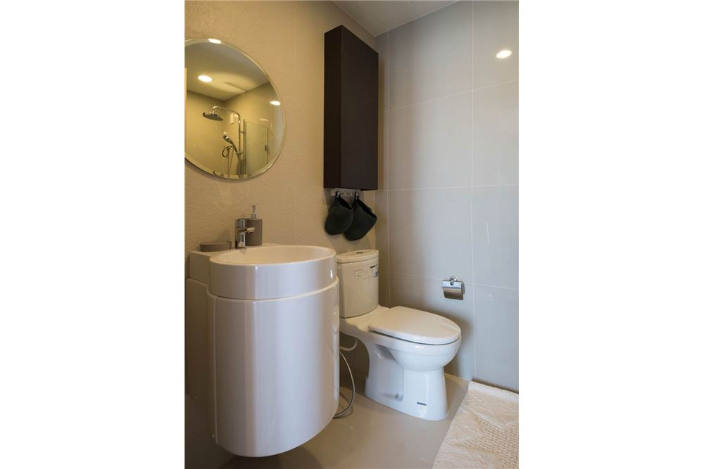 RE/MAX Executive Homes Agency's Rhythm Asoke II beautiful few rooms available for 14