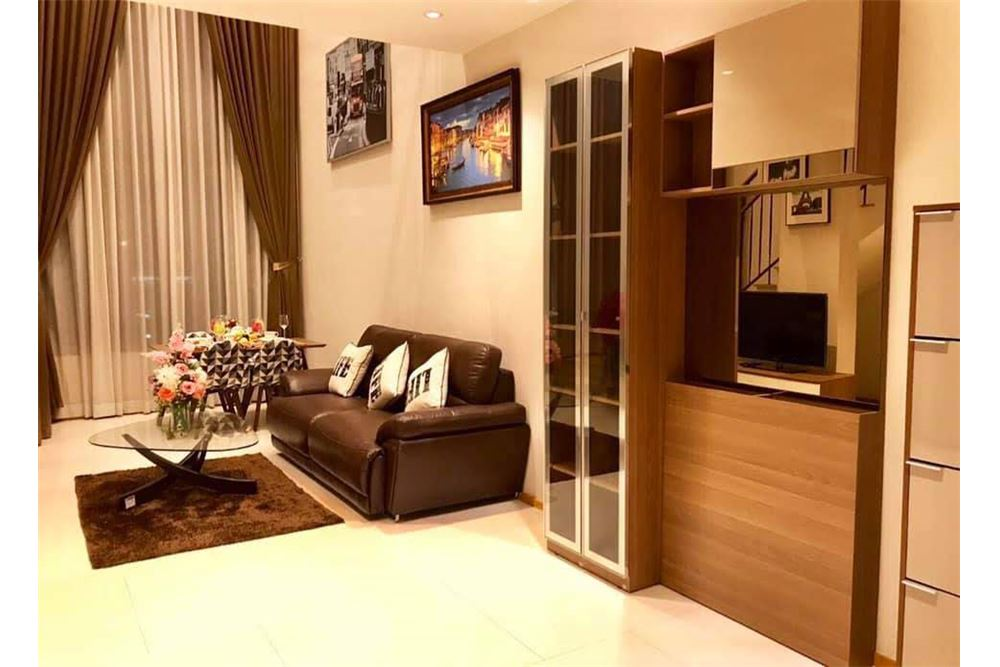 RE/MAX Properties Agency's The Emporio Place Duplex 1Bed 85 Sqm 3
