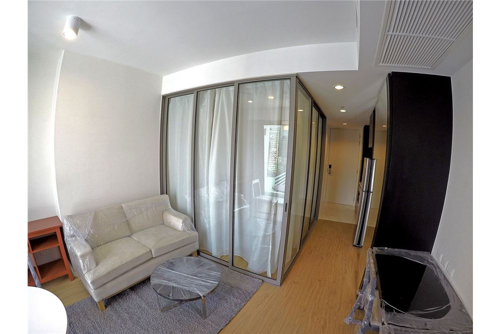 RE/MAX Properties Agency's for rent Siamese Surawong 1bedroom 8