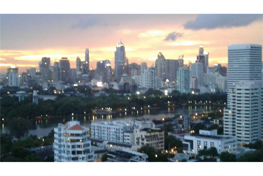 RE/MAX Properties Agency's SALE Aguston Sukhumvit 22 1BED 60SQM. 2